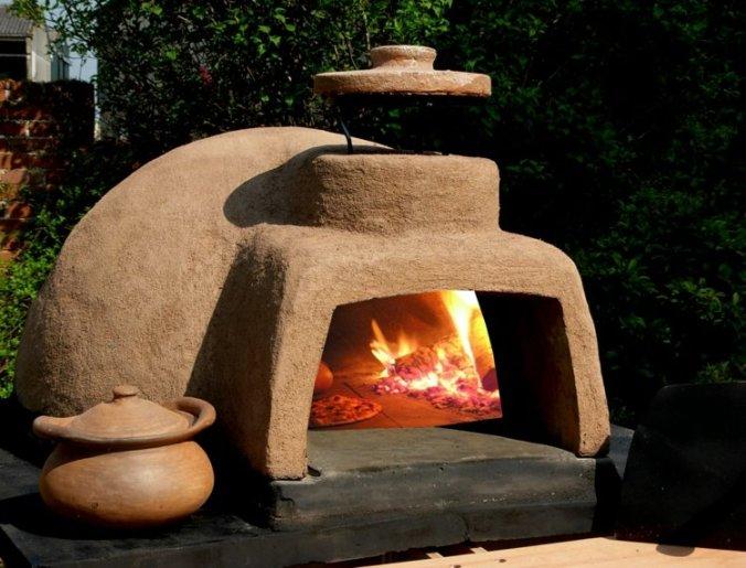 garten-pizzaofen-lehm-material-rustikal-beige-farbe
